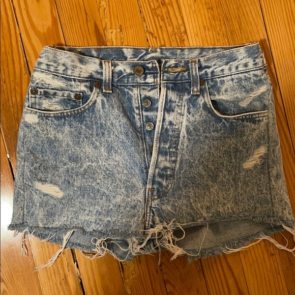 levi's high wasted jean shorts in acid wash